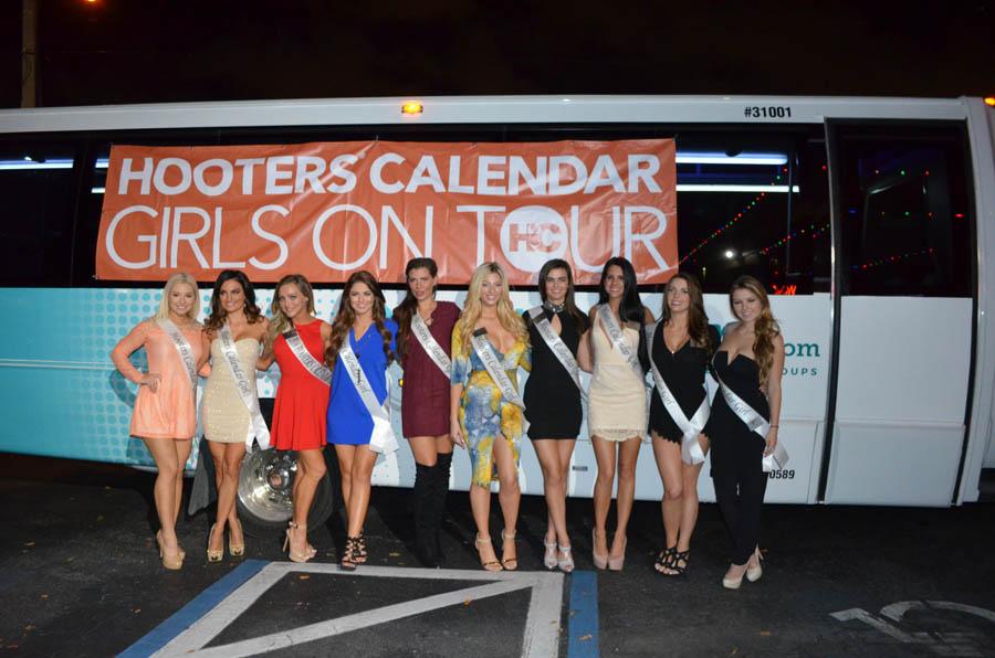 Hooters Calendard Girls